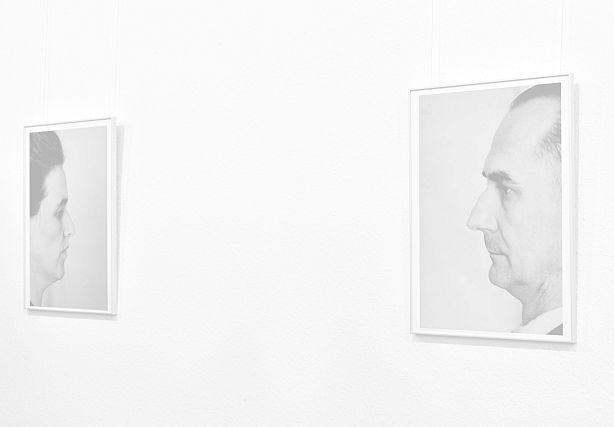 Profilfotografien von Otto und Elise Hampel in der Galerie vom Kulturverein Feldberger Land e.V. (Foto Christian Winterstein 2019)